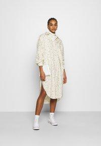 Monki - CAROL DRESS - Košilové šaty - white - 1