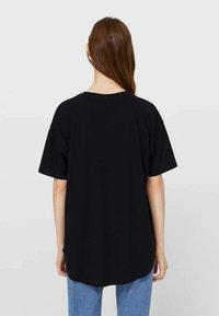 Stradivarius - Basic T-shirt - black - 2