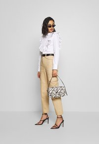 Who What Wear - THE RUFFLE - Blouse - white - 1