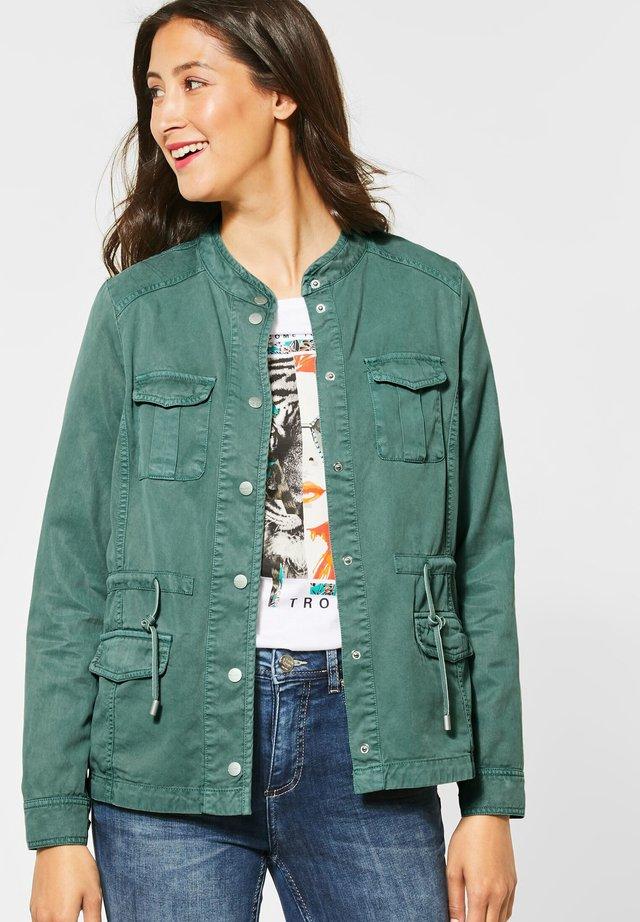 IM UTILITY-STYLE - Denim jacket - grün