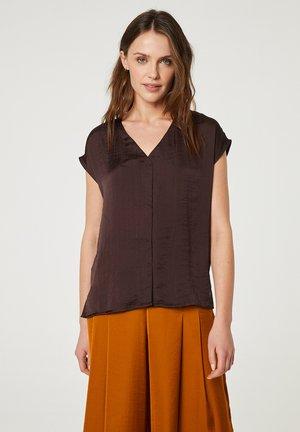 CON ESCOTE PICO  - Blouse - marrón oscuro