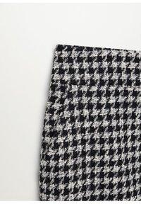 Mango - KOHOPINTAINEN GINGHAM-KUVIOINEN - Mini skirt - black - 6