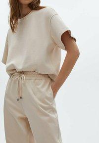 Massimo Dutti - Basic T-shirt - beige - 3