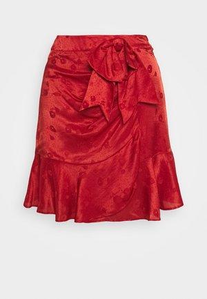 JUPE - Áčková sukně - red