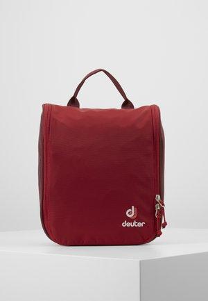 WASH CENTER II - Wash bag - cranberry/maron