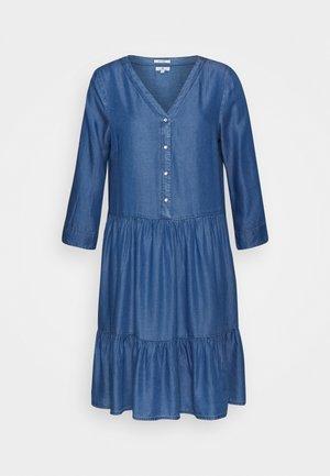 DRESS - Denní šaty - light stone wash denim