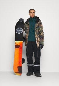 Billabong - ADVERSARY - Snowboard jacket - woodland - 1