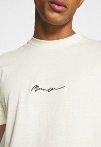 Mennace - UNISEX ESSENTIAL SIGNATURE  - Print T-shirt - pale green - 5