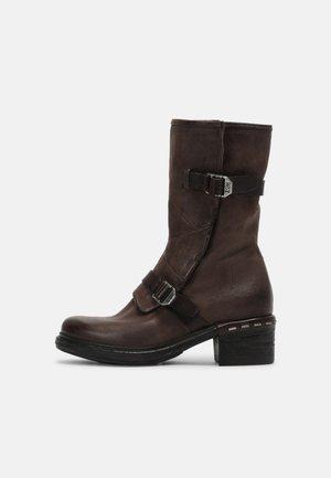 Kovbojské/motorkářské boty - fondente