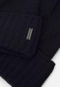 Michael Kors - SHAKER CABLE GLOVE UNISEX - Gloves - dark midnight - 2