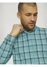 TOM TAILOR - Shirt - green space yarn check - 3