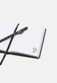 KARL LAGERFELD - IKONIK METALLIC NOTEBOOK SET - Sonstige Accessoires - black - 4