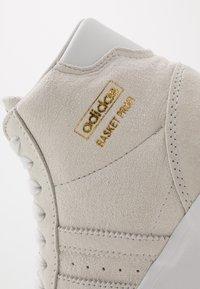 adidas Originals - BASKET PROFI - Sneakers hoog - crystal white/gold metallic - 5