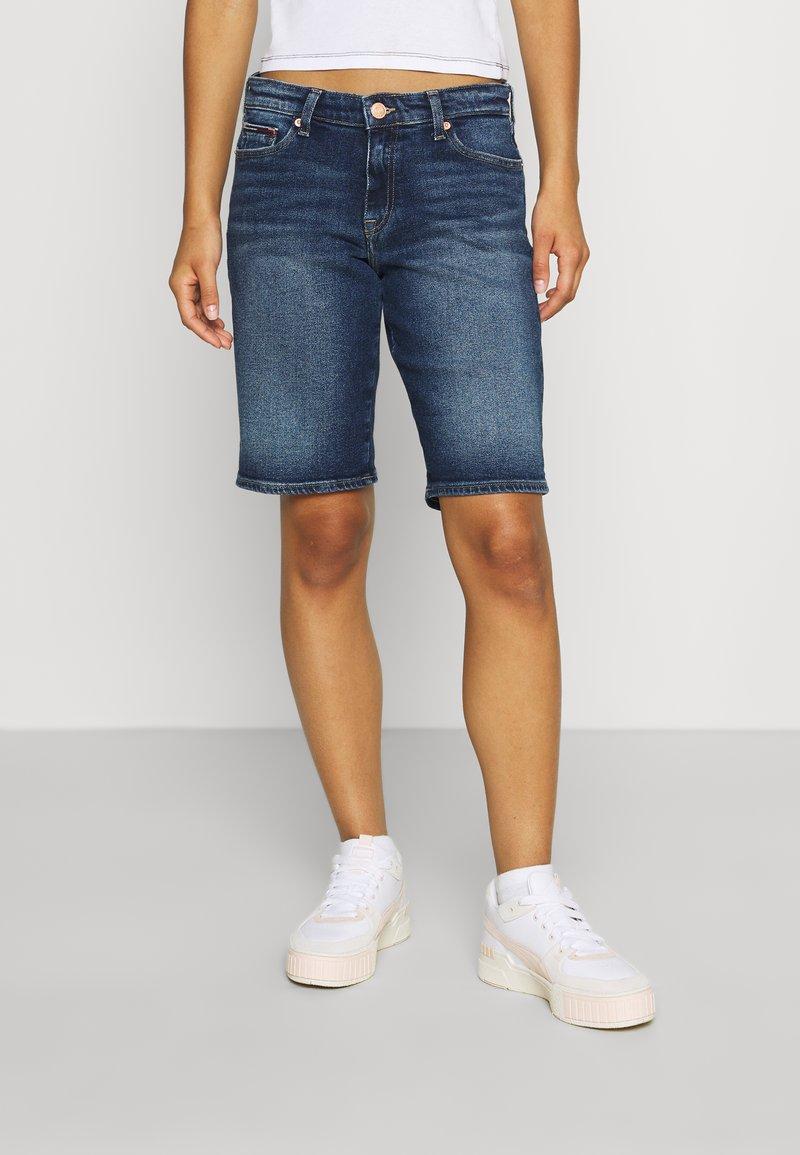 Tommy Jeans - MID RISE BERMUDA SAE - Denim shorts - blue denim