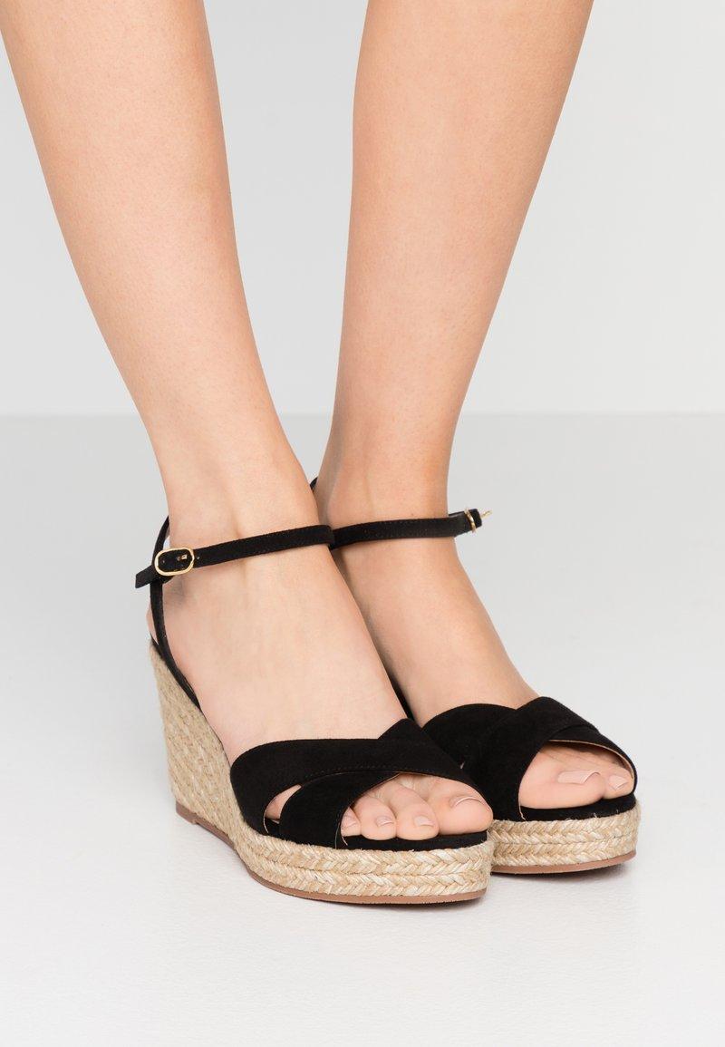 Stuart Weitzman - ROSEMARIE - Korolliset sandaalit - black