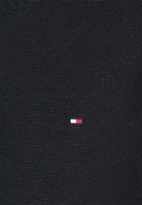 Tommy Hilfiger - ULTRA LIGHTWEIGHT C NECK - Neule - desert sky - 6