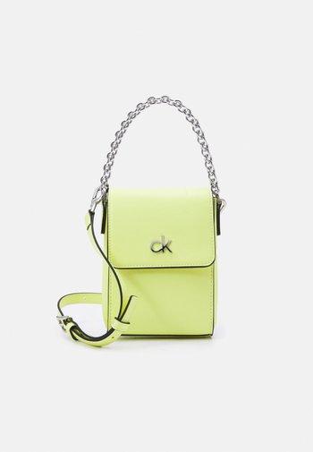 MINI BAG FLAP - Across body bag - sunny lime