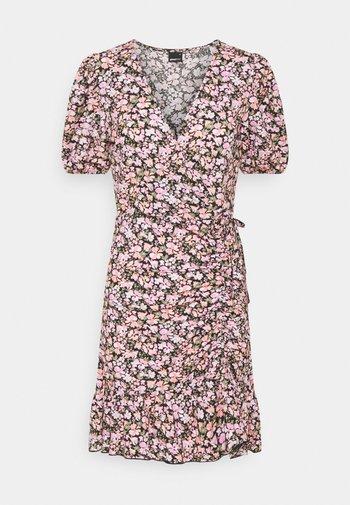 MAYA DRESS - Jerseykjole - pink ditsy