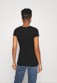Tommy Jeans - GRADIENT LOGO TEE - Print T-shirt - black - 2
