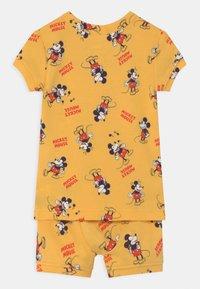 GAP - TODDLER MICKEY MOUSE UNISEX  - Pyjama - canary yellow - 1