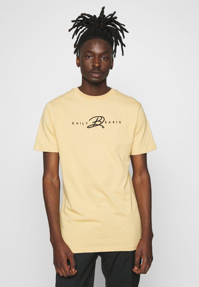 SIGNATURE - Print T-shirt - sand