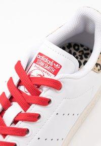 adidas Originals - STAN SMITH  - Sneaker low - footwear white/scarlet/chalk white - 2