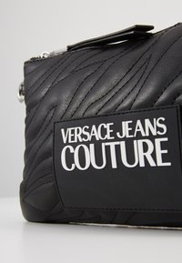 Versace Jeans Couture - QUILTED POUCH WITH STRAP - Pochette - nero - 7