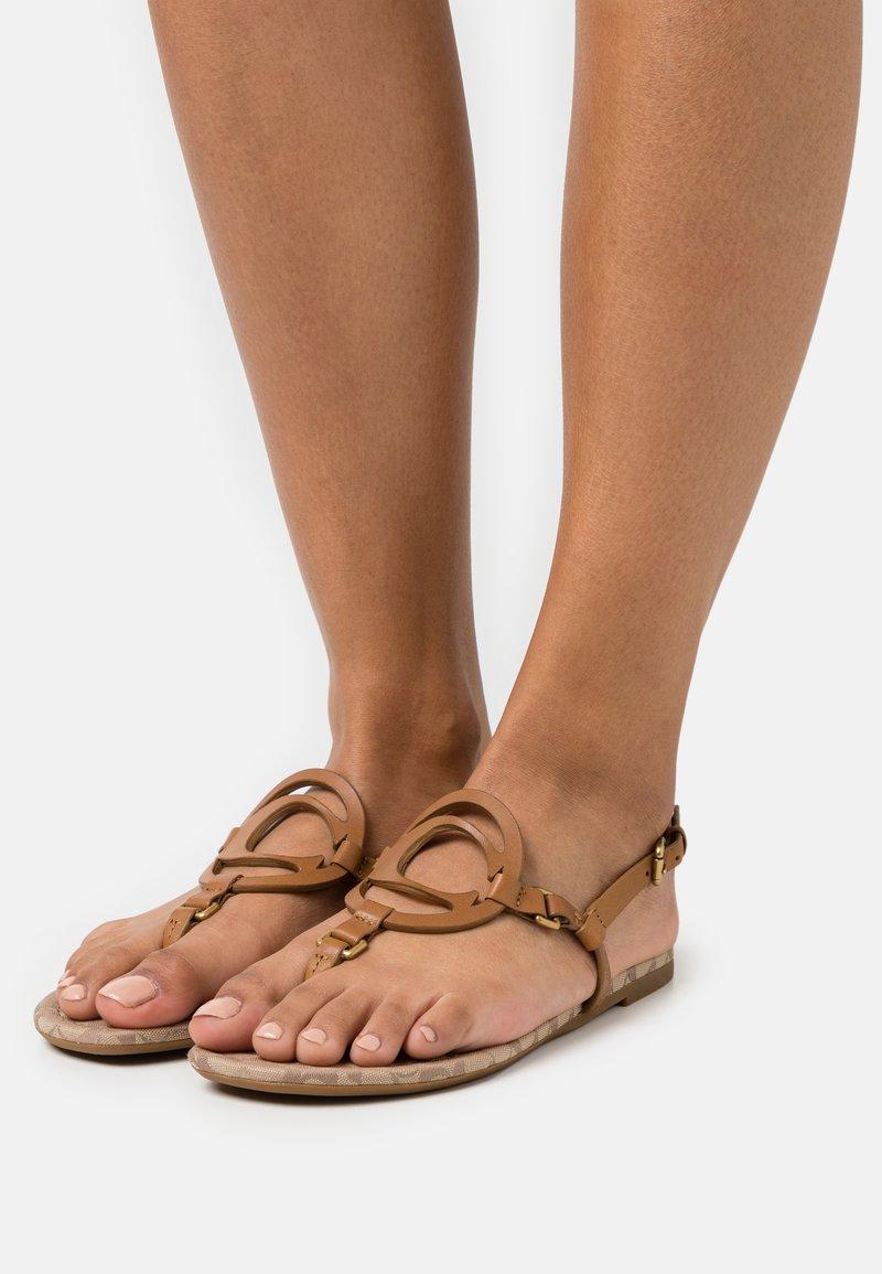 Coach - JERI - T-bar sandals - light saddle/stone