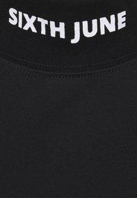 Sixth June - HIGH NECK DRESS - Žerzejové šaty - black - 2