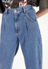 Bershka - Jeans Tapered Fit - light blue - 4