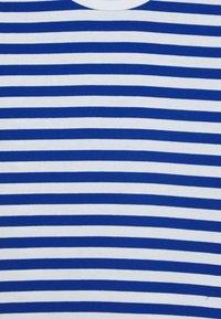 Marimekko - LASTEN LYHYTHIHA - T-shirt imprimé - white/blue - 2