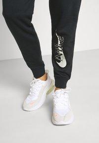Nike Sportswear - PANT - Teplákové kalhoty - black - 3