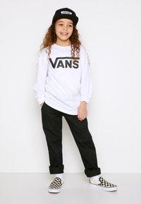 Vans - BY VANS CLASSIC LS BOYS - Maglietta a manica lunga - white/black - 1