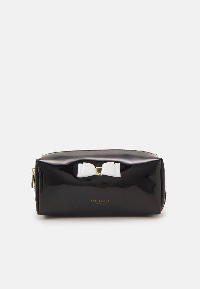 HALSEY - Kosmetická taška - black