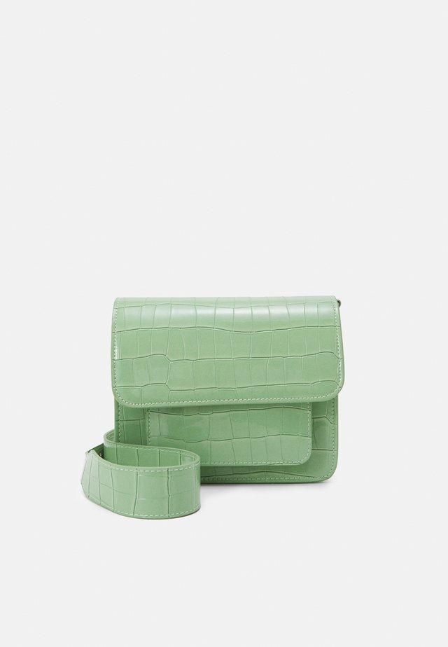 CAYMAN POCKET - Schoudertas - mint green