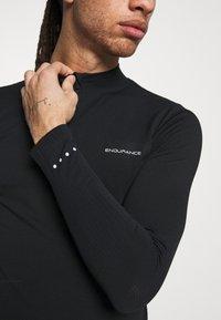 Endurance - JARO SEAMLESS MIDLAYER - T-shirt à manches longues - dark grey melange - 4