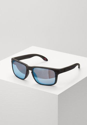 HOLBROOK UNISEX - Sunglasses - woodgrain