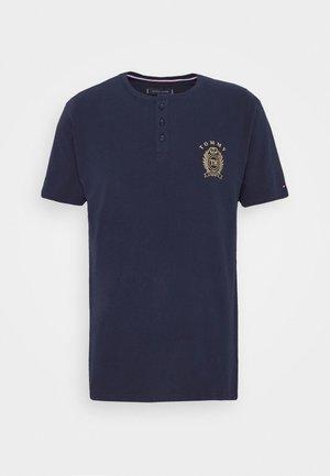 HENLEY TEE CREST - Pyžamový top - blue