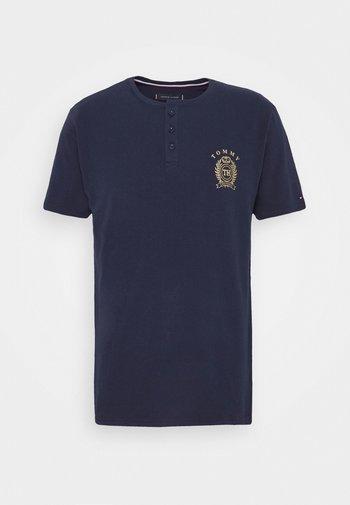HENLEY TEE CREST - Pyjama top - blue