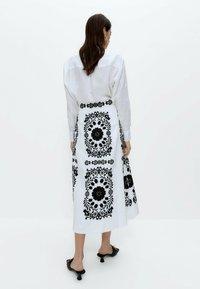 Uterqüe - MIT STICKEREI  - A-line skirt - white, black - 2