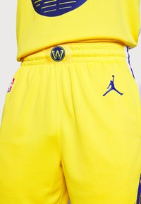 Nike Performance - NBA STATE WARRIORS SWINGMAN SHORT - Short de sport - amarillo/white/rush blue - 4