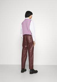 Marimekko - IHMETELLÄ TROUSERS - Leather trousers - wine red - 2