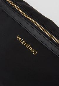 Valentino Bags - CLOONEY  - Bum bag - nero - 3