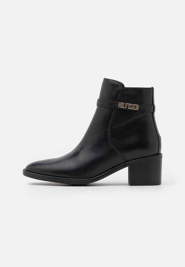 BLOCK BRANDING MID BOOT - Botki - black
