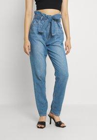 American Eagle - HIGHEST RISE MOM - Jeans baggy - blue heaven - 0