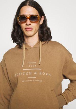 HOODED - Sweatshirt - sand