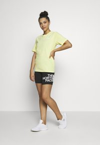 The North Face - W BF SIMPLE DOME - T-shirts - stinger yellow - 1