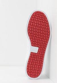 adidas Golf - ADICROSS RETRO - Golf shoes - footwear white/silver metallic/tech indigo - 8