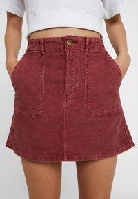 American Eagle - ALINE SKIRT - Mini skirt - berry - 4