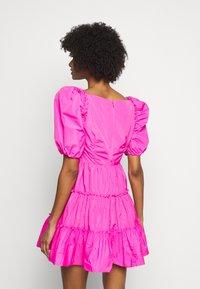 Cinq à Sept - RADLEY DRESS - Jurk - acid pink - 2
